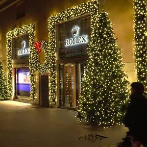Festoni ghirlande natalizie per vetrine e negozi
